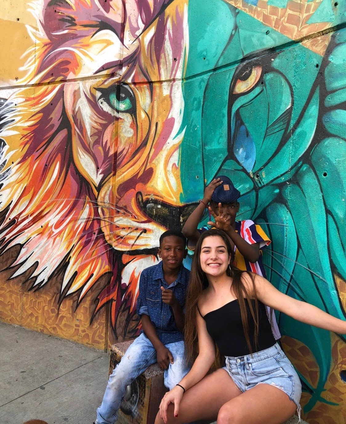 Raquel+poses+with+kids+while+in+Medellin%2C+Colombia+while+working+on+her+little+by+little+nonprofit